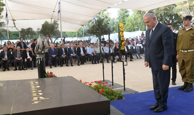 PM at Jabotisnky's grave