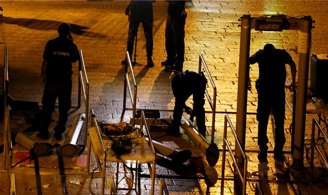 Magnetometers dismantled on Temple Mount