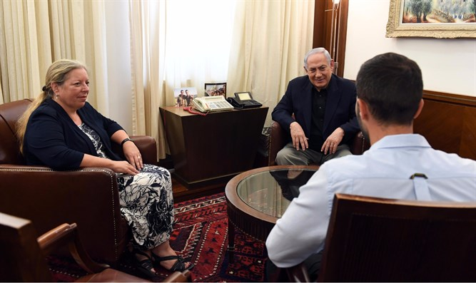 Netanyahu meets with Israeli Ambassador to Israel (l) and wounded security officer (r)