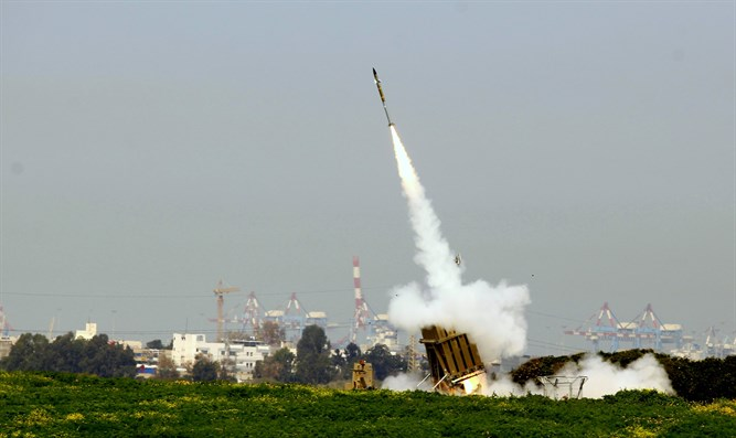 Iron Dome fires missile against Gaza rocket (archive)