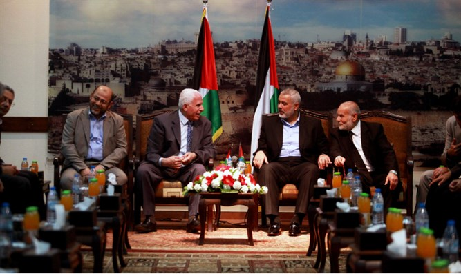 Senior Hamas leaders greet PLO delegation in Gaza City