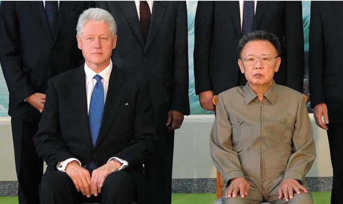 Clinton and North Korea's leader Kim Jong-il in Pyongyang August 4, 2009