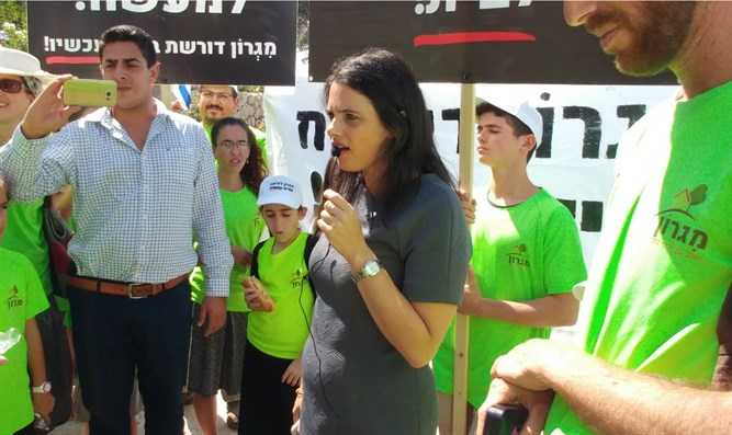 Shaked at Migron demonstration