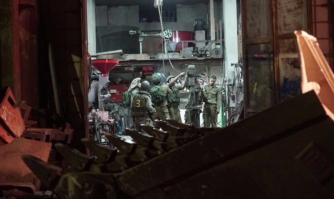 IDF soldiers close weapons factory