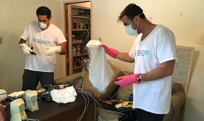 Jewish Agency emissaries assisting recovery efforts in Houston in the wake of Hurricane Ha