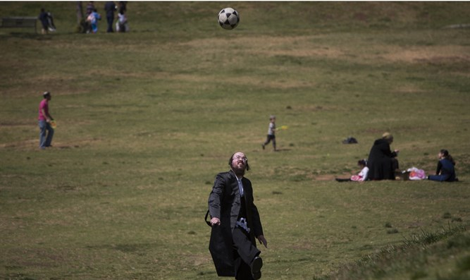 Haredi playing soccer - but not on Shabbat