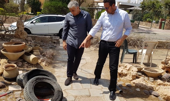 Ben Hamo and Yair Lapid in Arad