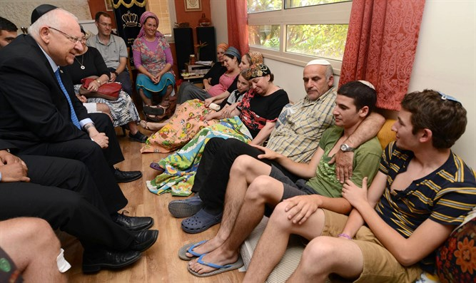 President Rivlin pays a condolence visit to Rosenfeld family