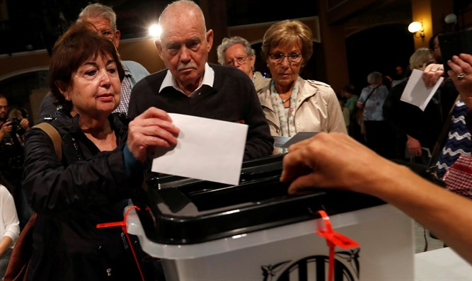Catalans vote in referendum