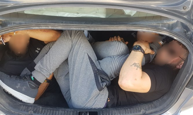 PA Arabs smuggled in car trunk