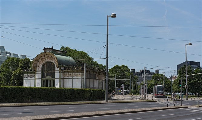 Vienna tram and subway station