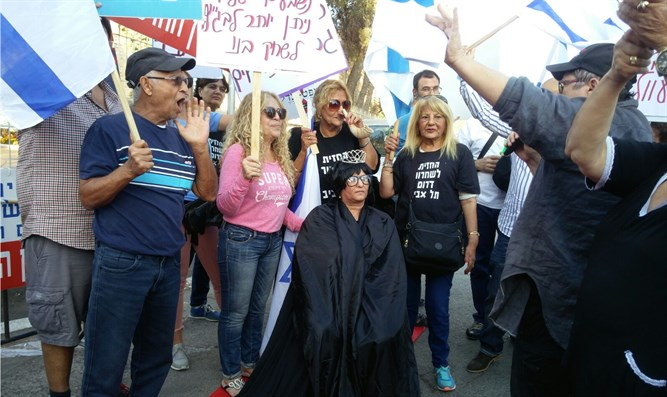 Demonstration for 'an Israeli High Court'