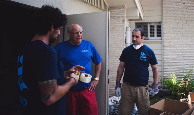 Haider Elias, center, of the Yazda group, working with IsraAID in Houston after Hurricane
