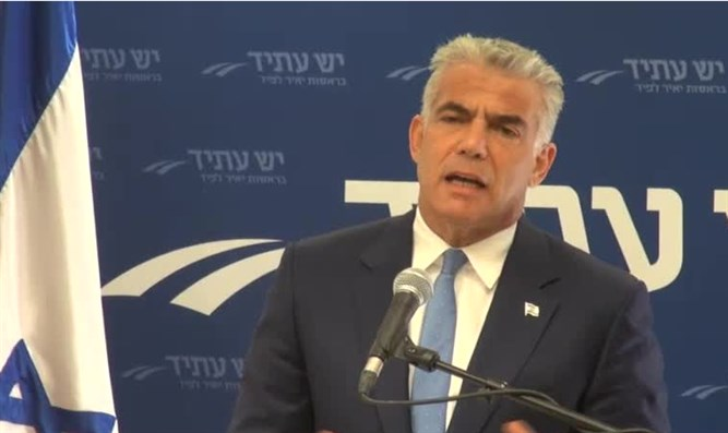 Yair Lapid at faction meeting