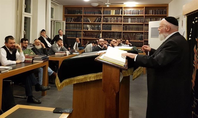 Rabbi Ehrentroi in the Beit Midrash