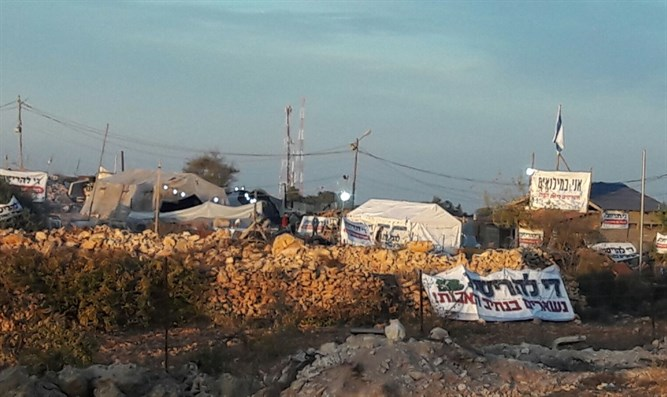Youth tents at Netiv Avot