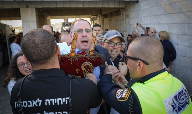 Reform leaders attempt to enter Western Wall Plaza
