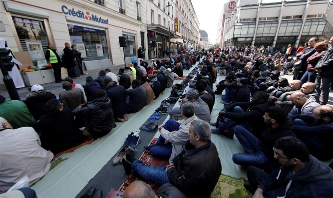 Muslim takeover of French thoroughfare
