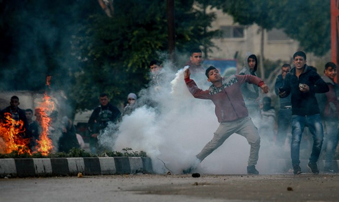 Arabs riot in Judea and Samaria