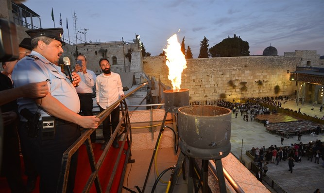 Police Commissioner lights Hanukkah flame at Kotle
