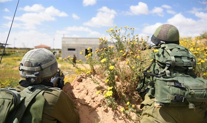 IDF soldiers advancing on objective
