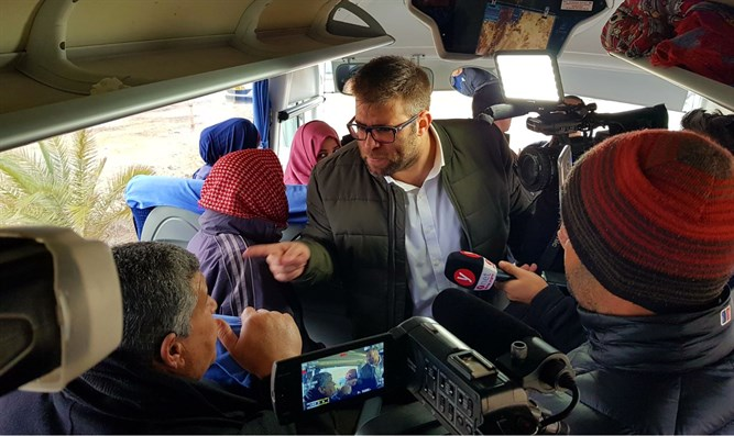 Oren Hazan on the bus