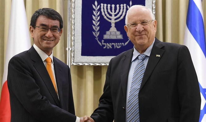 Israeli President Reuven Rivlin with Japanese Foreign Minister Tarō Kōno