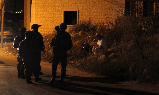 IDF soldiers arrest terrorists (illustrative)