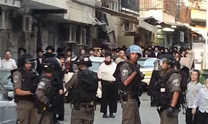 IDF soldiers on patrol in Meah Shearim