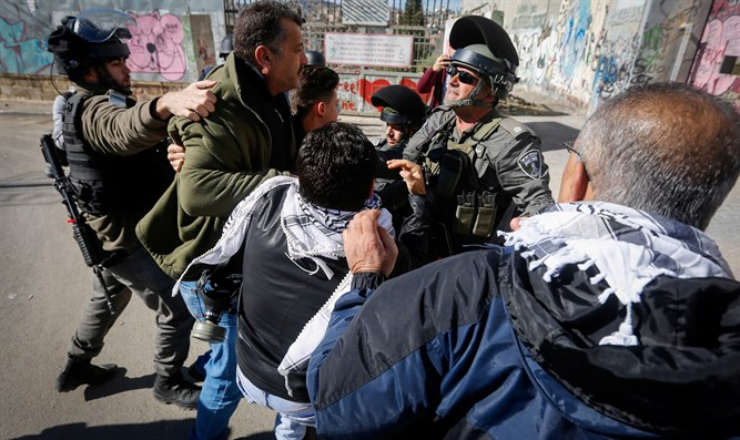 Arabs clash with Border Police in protest of Trump Jerusalem announcement
