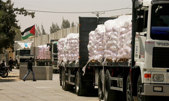 Aid trucks enter Gaza via Kerem Shalom Crossing (file)