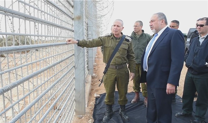 Defense Minister tours security fence