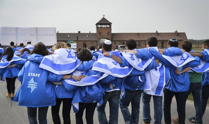 Jewish students visit site of Auschwitz death camp in Poland