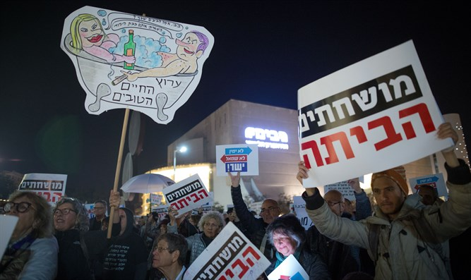 Weekly anti-Netanyahu demonstration in Tel Aviv