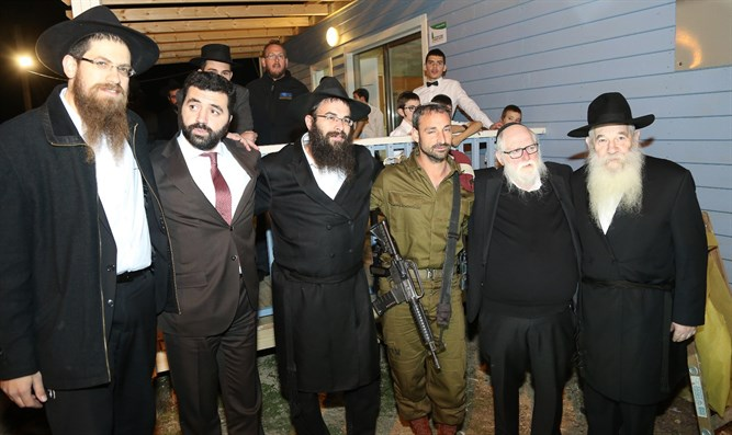Chabad delegation visits soldiers