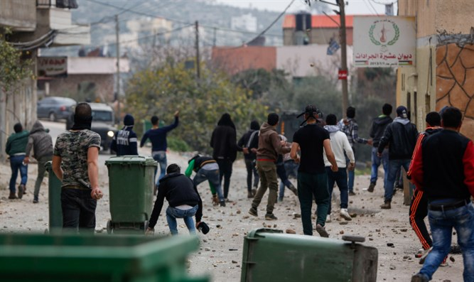Arab rioters in Jenin (stock)