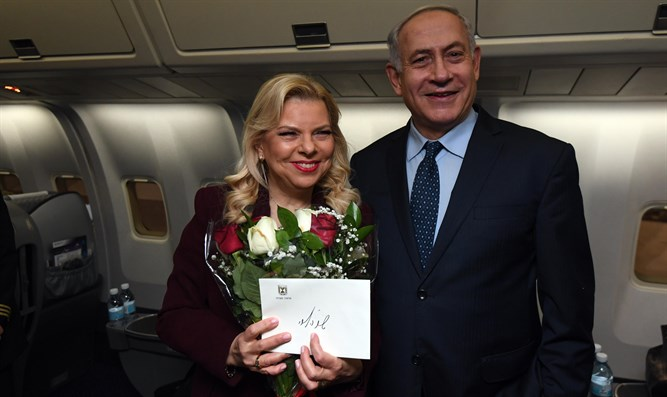 Netanyahu and his wife on the plane to Washington