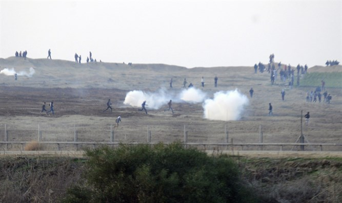 Israeli gunfire injures 11 Palestinians on Gaza border
