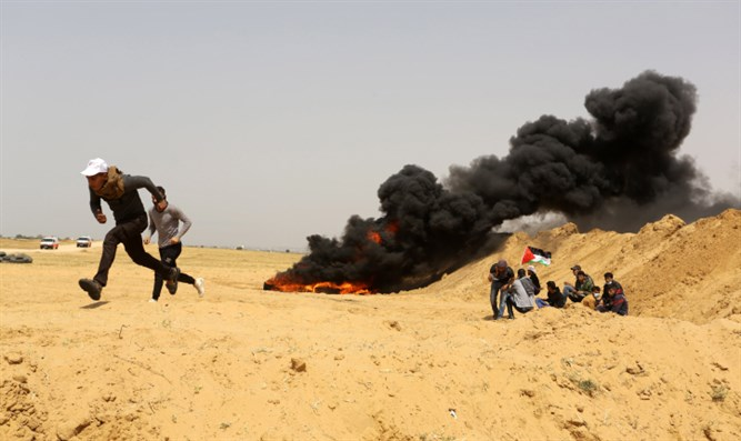 Rioters on Gaza border