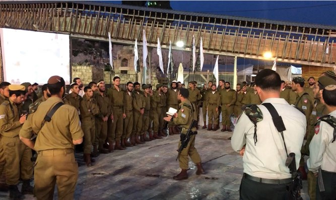 Netzah Yehuda soldiers at the Western Wall