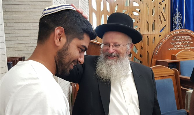 Rabbi Eliyahu meets with soldier's brother