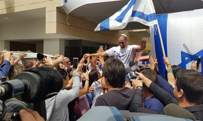 Celebrations as Azariya returns home