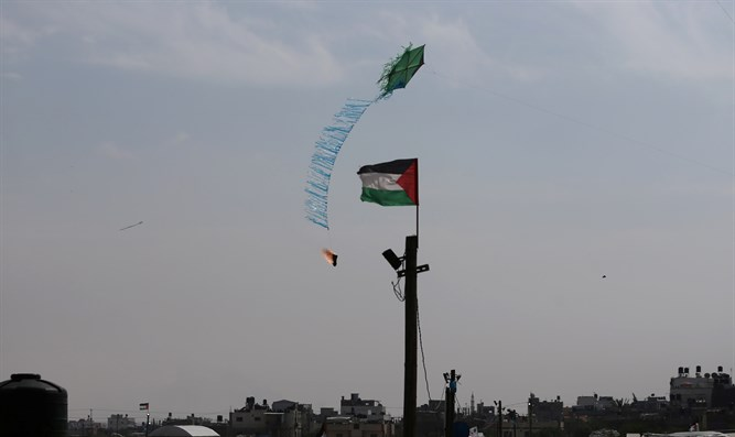 Kitebomb on Gaza border
