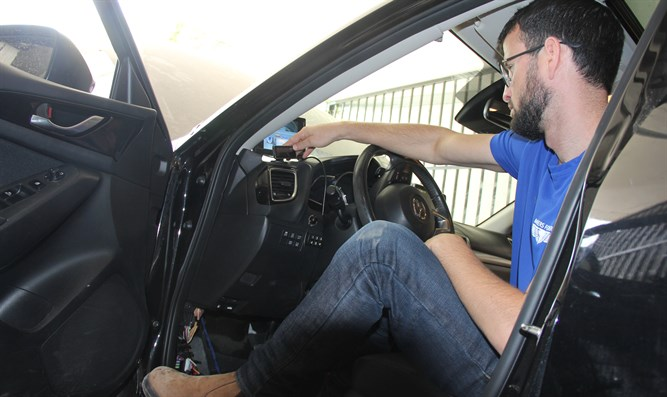 Elad Horovitz tests a device that will make it easier for him to drive.