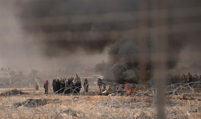 Gaza rioters spark fires - on purpose