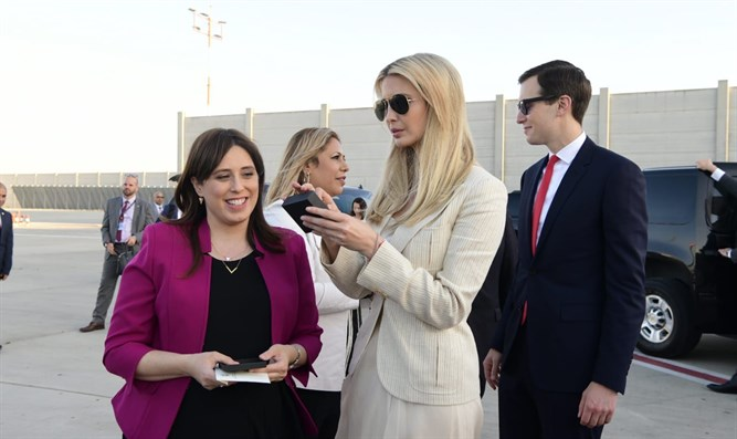 Hotovely gives the earrings to Ivanka Trump
