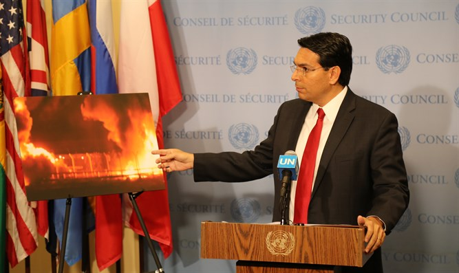 Ambassador Danon and a photograph of the Kerem Shalom crossing