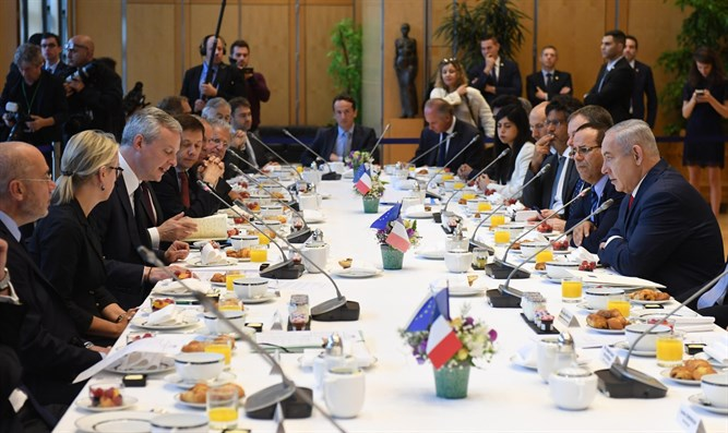 PM Netanyahu speaks with leaders of French companies