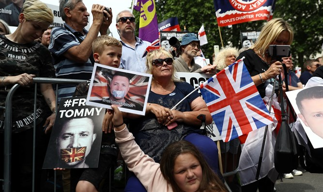 Pro-Tommy Robinson demonstrators in London