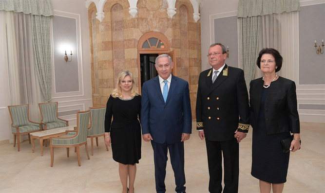 Netanyahus at Sergei's Courtyard